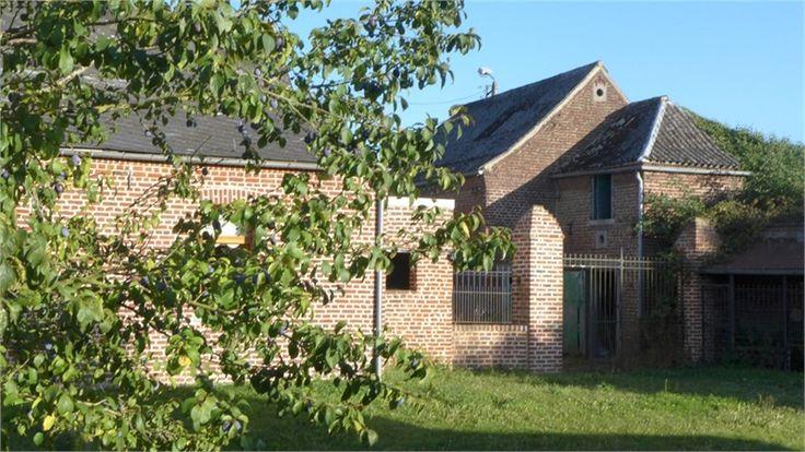 Charmante demeure à vendre chez Capifrance à Estrueux.    177 m², 8 pièces, 4 chambres et un terrain de 1346 m².    Plus d'infos > Delphine, Vanacker, conseillère immobilier Capifrance.