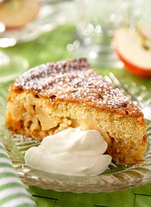 Ingredienser fyllning: 6-8 äpplen tex Gravensteiner eller Belle de Boskoop 0,5 dl vatten 1,5 dl socker  Ingredienser kaksmet: 1,5 dl socker (125 g) 100 g smör 2 äggulor 2 dl sötmandel (125 g) 3 äggvitor