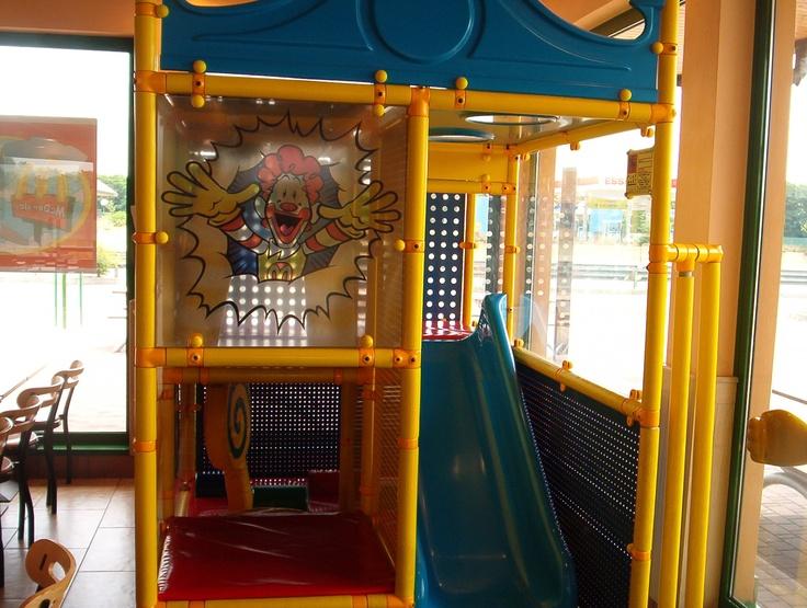Play Mart - Struttura di gioco installata in un fast-food (particolare: scivolo)