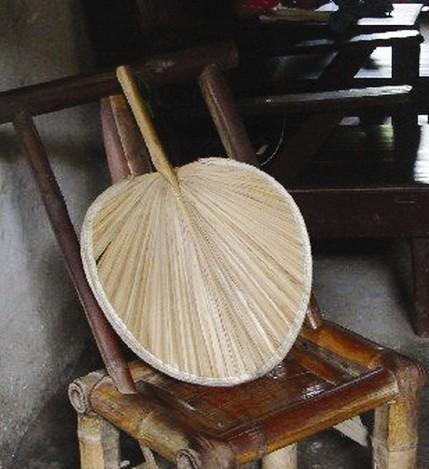 Bienvenido a la exposición del chino mandarín creada por Shilí 时力! Nuestra expo se enfoca en hanzi, los caracteres chinos. Hanzi es el sistema de la escritura de chino y japonés, tiene más de 5000 años y miles de símbolos. Vamos a descifrar juntos los códigos escondidos de la cultura china que lleva los hanzi a lo largo de miles de años...