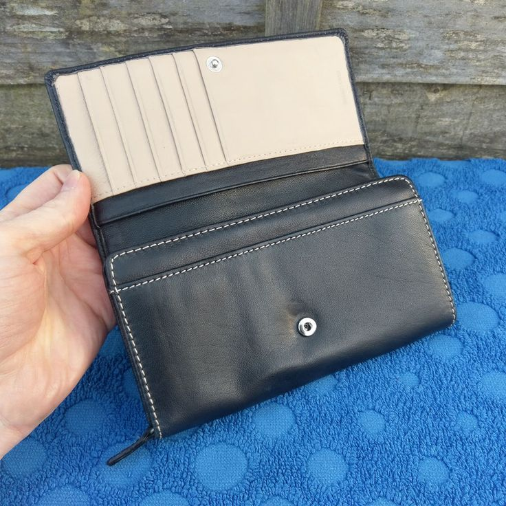 Marks & Spencer Black & Tan Leather Purse - Large Zipper Coin Compartment #MarksandSpencer #CoinPurse