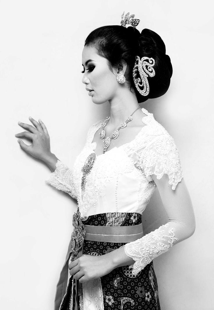 wedding dress in Javanese culture