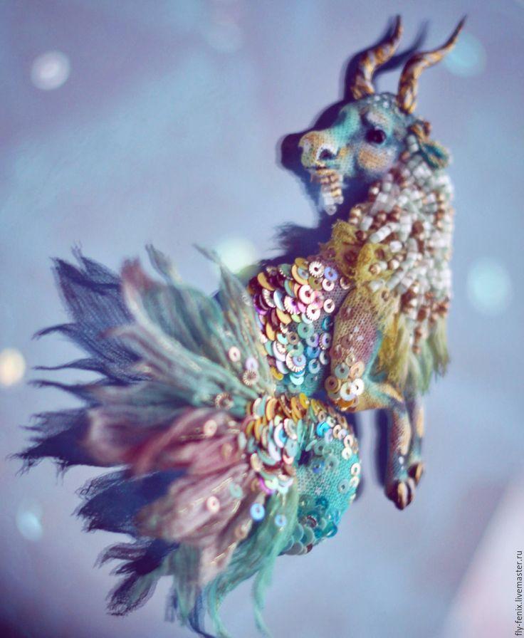 Купить Козерог - текстильная брошь - золотой, козерог, Зодиак, знак зодиака, астрология, звезда, гороскоп