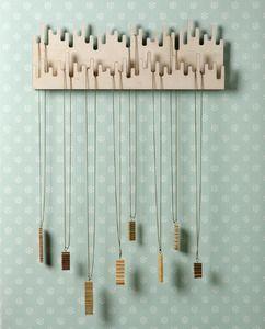 Porta collane in legno - Wood necklace holder www.ofeliatuttotorna.com