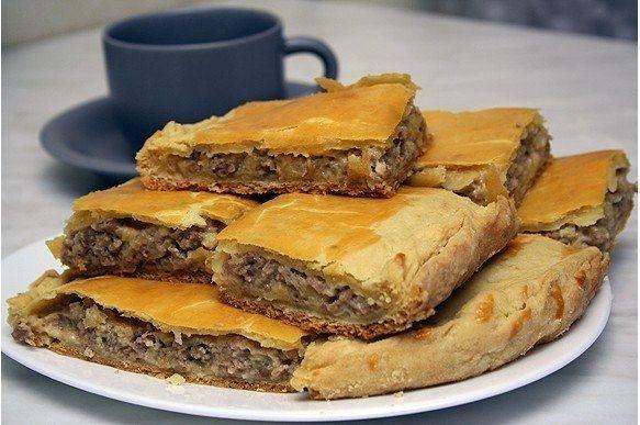 Фото к рецепту: Пирог с сыром и мясом