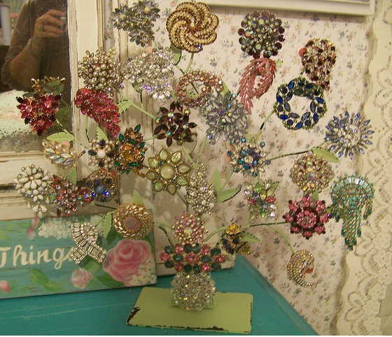 Vintage brooch tree. Wow! I don't have this many of my Grandmother's brooches, but what a beautiful idea!