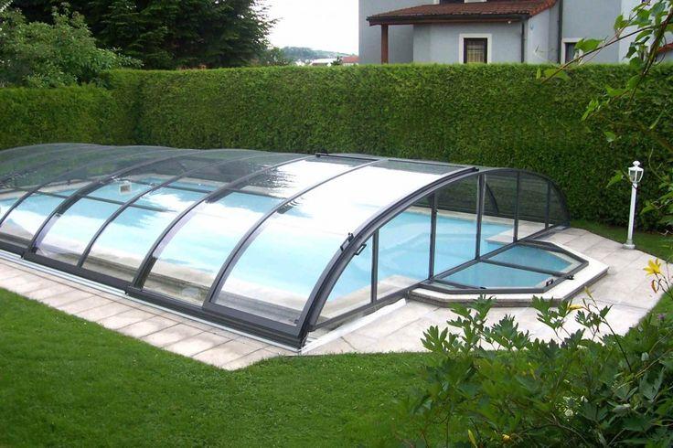 Een zwembadoverkapping bespaart niet alleen op verwarming en onderhoud, u kunt met een overkapping het hele jaar door van uw zwembad genieten.