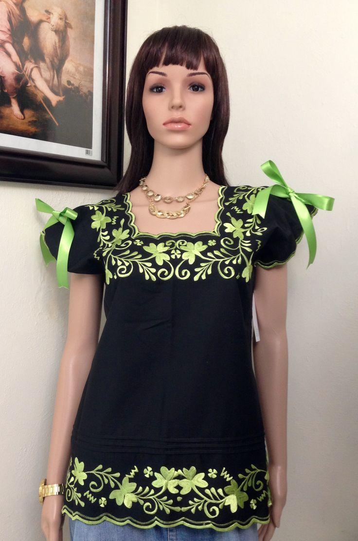 Blusa bordada típica de Yucatán, elaborada en tela de calidad