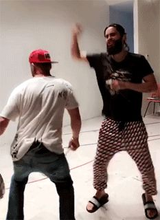 Shake it Shannon!! LOL.  Gif JARED and SHANNON LETO  25.08.2017 LA