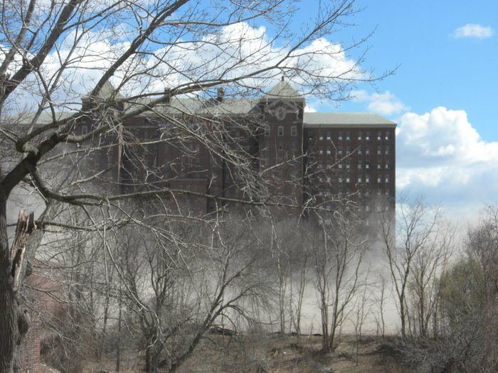 Looking for some REAL thrills and chills this October? Then you won't want to miss our guide of REAL haunted places on Long Island. Get the scoop on LI's spooky past right here!