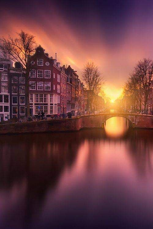 Alba a #Amsterdam. Foto Benno sr Hak presso FB Nostalgic Amsterdam