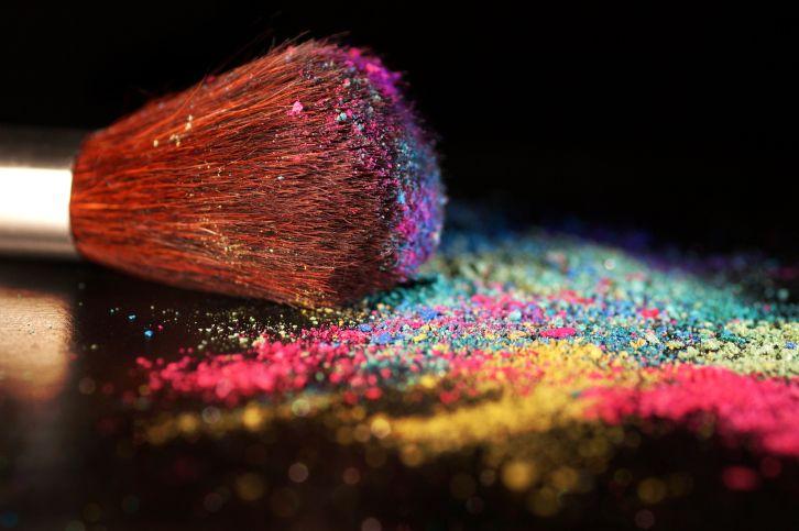 Yaz mevsiminin gelmesiyle makyajında canlı renkleri tercih etmeye başlayanlar kimler?