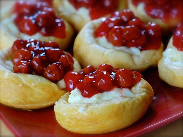 cherry cream cheese danish {gilmore girls-inspired} | ChinDeep