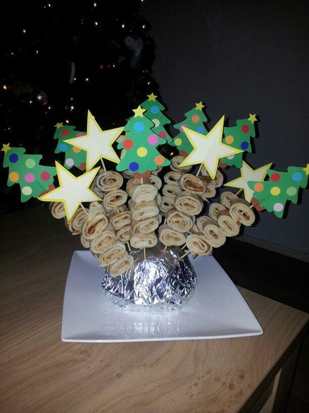 Kersthapje voor kerstdiner op peuterspeelzaal, spiesjes met zelfgebakken pannenkoeken...