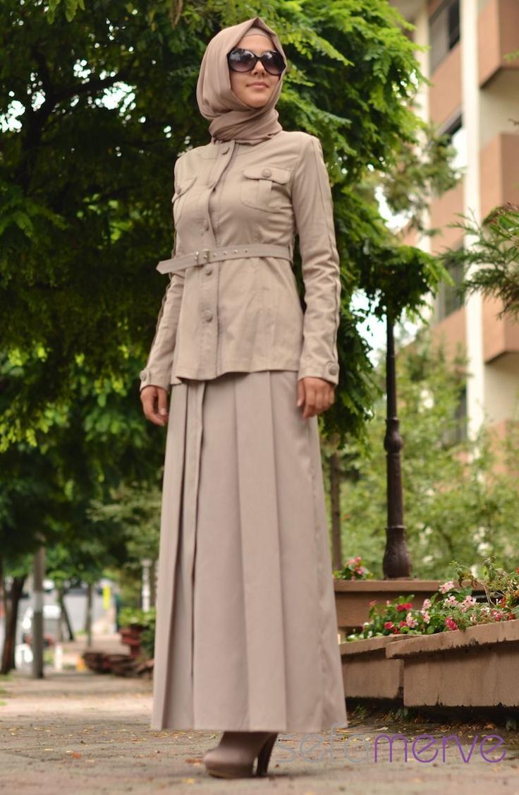 Livza Takım Elbise 1127511-06 Taş. Koton likra karışımlı kumaştan imal edilmiştir ve çok hafiftir. Düğün, bayram ve özel günlerinizde kullanabileceğiniz şık bir o kadarda rahat takımlar. Ürünümüz etek, ceket halinde iki parça olarak gönderilcektir.
