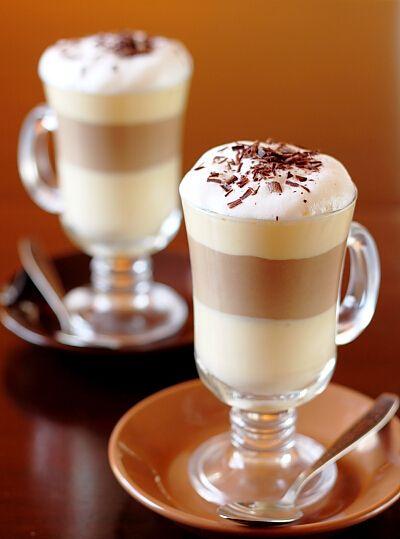 Мокко —это кофе с горячим шоколадом. Мокко — это меланхолия. Густая и тягучая. Но даже в мокко есть молоко. И сладость, та, которую не найдешь в эспрессо, например. Ее и чувствуешь не сразу, и каждый раз не очень понимаешь, почему заказал именно его. Только потом вспоминаешь, в тот самый момент, когда становится сладко. © Макс Фрай, «Кофейная книга»