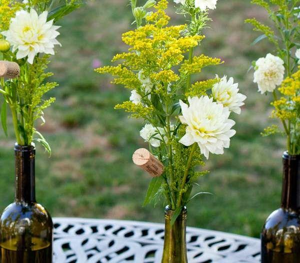 arreglos florales hechos con botellas recicladas