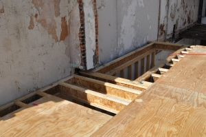 how to install a plywood subfloor