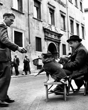 """NINO MIGLIORI. «Il passato è un mosaico da incontrare». Roma, Complesso del Vittoriano. 9 luglio 2010 – 5 settembre 2010 (da """" Gente dell'Emilia """" - 1957)"""