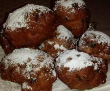 Recipe Oliebollen (Dutch doughnuts) by Carola Cocacola - Recipe of category Baking - sweet