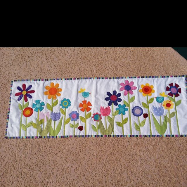 Appliqué spring quilted table runner