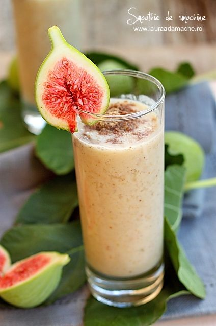 Fig smoothie with flaxseed
