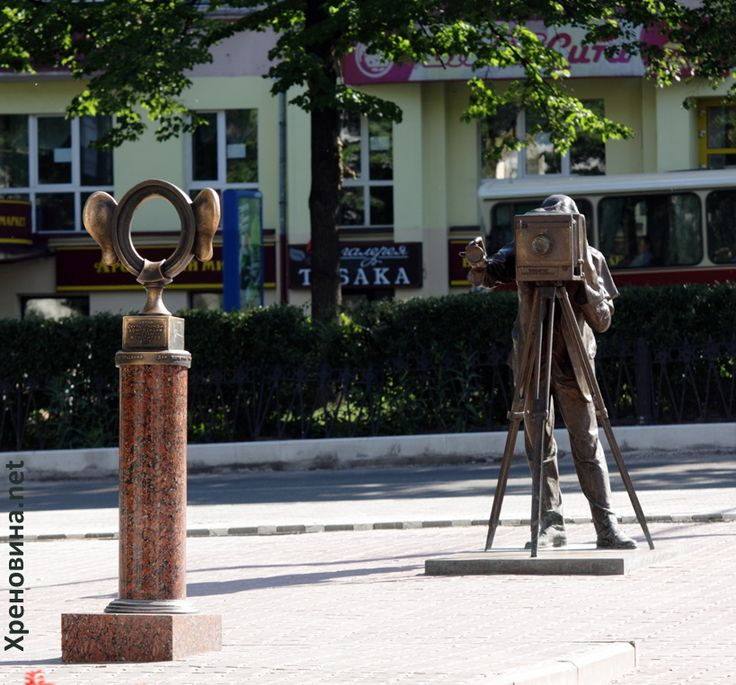"""Фотограф. Скульптурная группа """"Пермяк - соленые уши"""""""