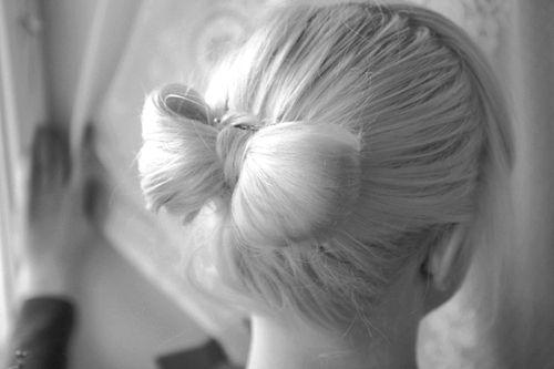 cute bow!: White Hair, Hairbows, Bows Ties, Buns Hairstyles, Bows Buns, Ladies Gaga, Bows Hairstyles, Hair Style, Hair Bows