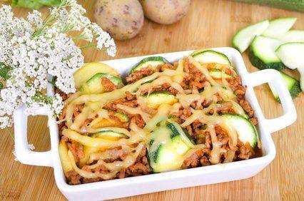Dieses gesunde, leckere Rezept ist ideal für die tägliche Küche: Zucchini-Kartoffel-Auflauf mit Faschiertem.