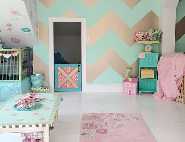 mix and match wallpper - flower wallpaper and mint and gold chevron wall
