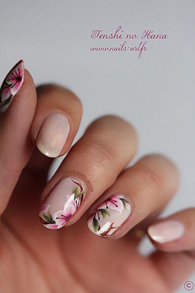 floral design nail art