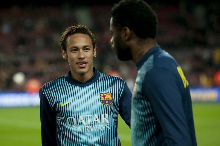 Neymar con Alex Song