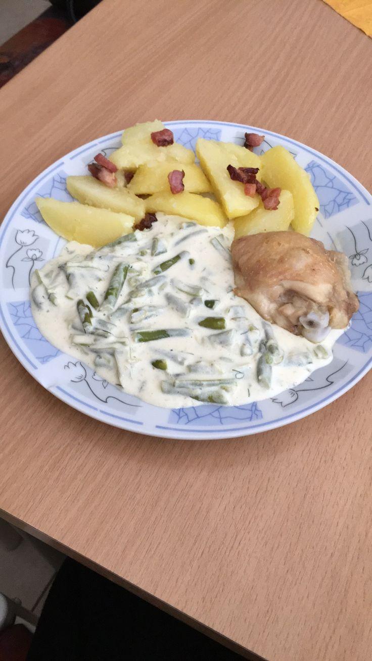 Kuracie stehno, varené zemiaky a zelená fazuľka na smotane
