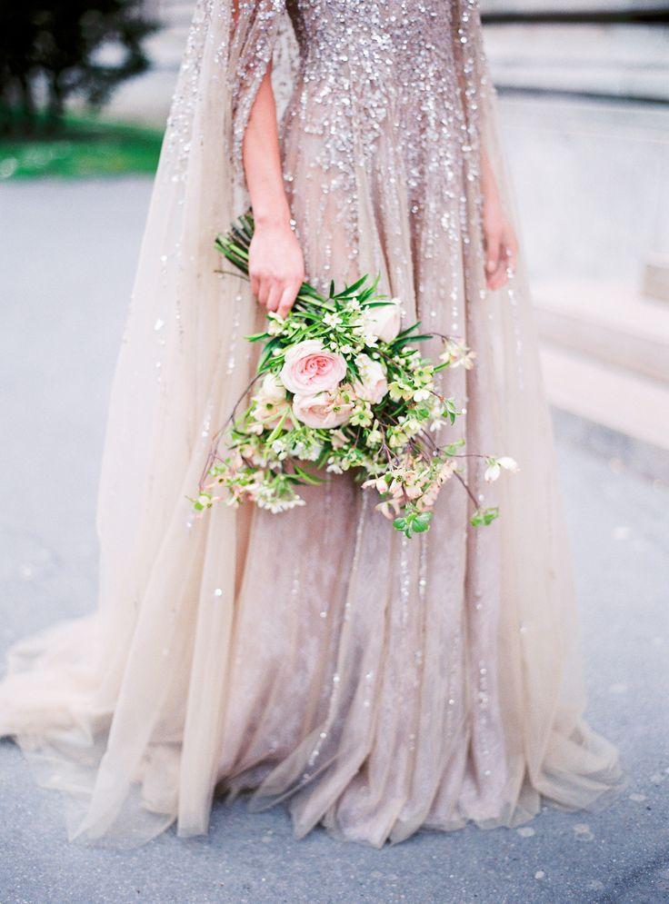 Absolutely stunning couture wedding dress & romantic flowers | Photography: Le Secret D'Audrey - lesecretdaudrey.com