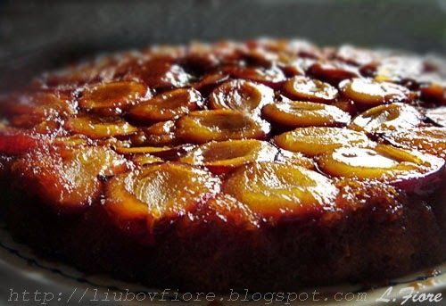 Перевернутый пирог со сливами