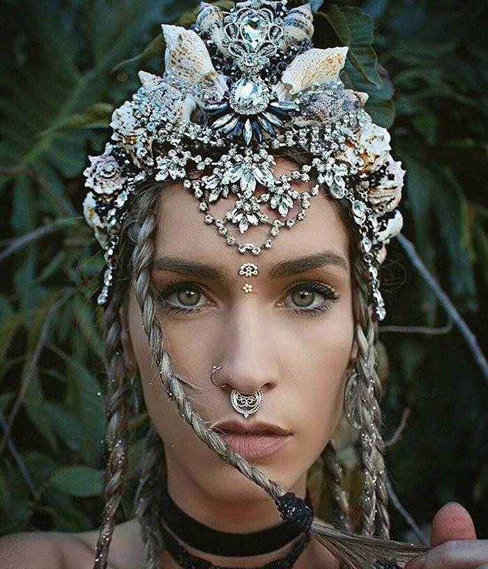#coroa #conchas #coroadeconcha #sereia #acessório                                                                                                                                                                                 Mais
