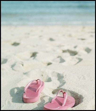plaj terlik kumsal deniz kumu beach tatil holiday summer holiday yazın yapılacaklar listesi yazın yapılacak şeyler yazın ne yapmalı yazlık aktiviteler blog blogger life style blog Yazın Yapılacak Şeyler / Ben Bu Yaz Bronzlaşmak…