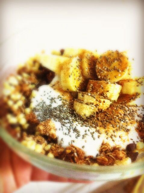 Pequeno almoço (Muesli, iogurte natural, chia, banana,canela)