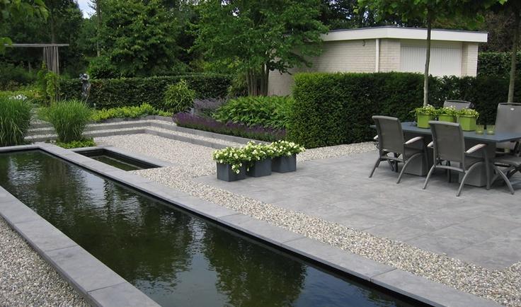 Moderne tuinen strak en modern tuinontwerp hedendaagse tuinen pinterest tuin petunias for Tuin modern design