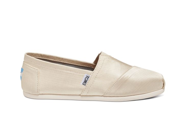 Toms in love!  When it's time to hit the dance floor, you'll need a shoe that is dressed up but lets you party down. Our Alpargata Classics in ivory grosgrain is the ideal shoe to take you from wedding day-to-night.