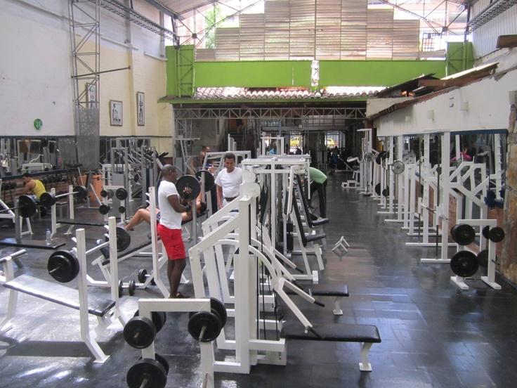 El gimnasio Universal fue creado en 1958 en la ciudad de Medellín. Actualmente se encuentra ubicado en La Playa x Córdoba N°42-20. Algunos de los deportes que pueden practicarse son kick boxing, cross fit, circuitos militares, power abdominales, entre otros.