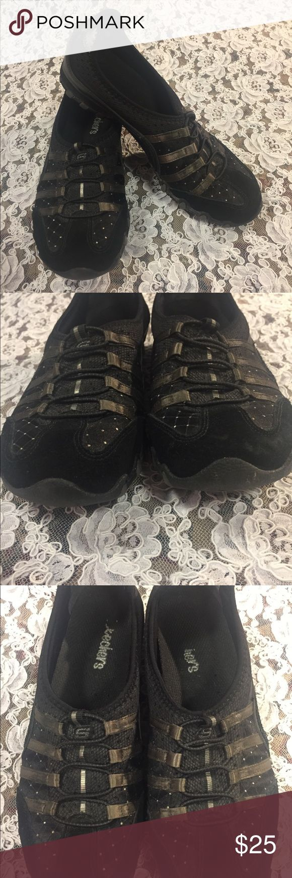 [Skechers] black slip on shoes 6 1/2 [Skechers] slip on shoes Black  Size 6 1/2 Good clean preowned condition  Please see pics for normal wear Skechers Shoes