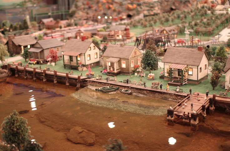 The dioramas depict American life from the early pioneer days to the mid-20th Century (right up until Gierlinger passed away). Time basicall...