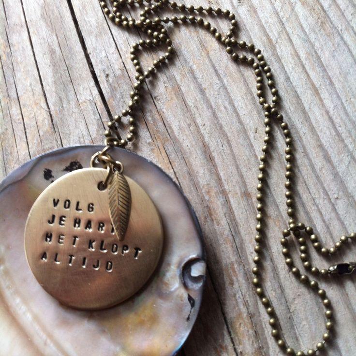 Een ketting uit de collectie met een boodschap voor een dierbare vriendin. Stoere gepersonaliseerde sieraden van www.lastjune.nl