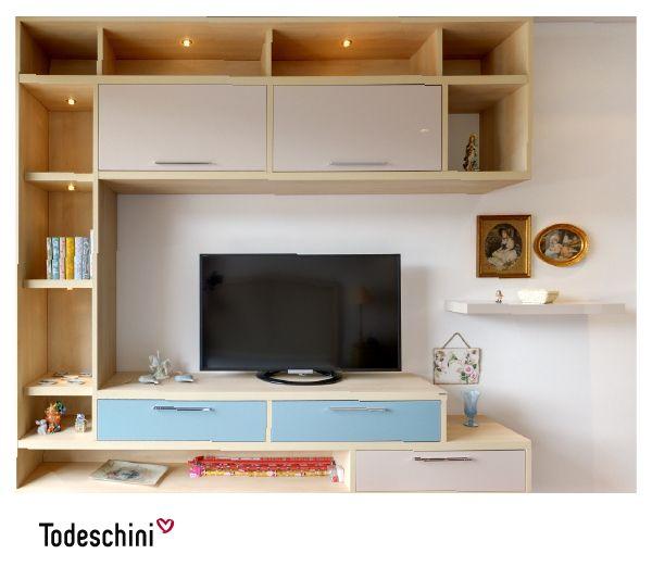 Diseñamos un mueble para TV, decorativo y funcional, que hiciera juego con los tonos de la habitación, la pintura satinada Turquesa hace de la habitación un espacio más ameno. #Diseñodeinteriores #Decoración #Todeschini #ambientes #mueblesamedida #dormitorios