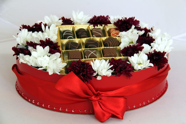 Tip for nice gift - #box with chocolate and flowers by #Kazeto