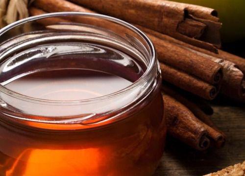 La combinación de miel y canela es excelente para adelgazar, subir las defensas, rejuvenecer el organismo, aumentar la líbido y mejorar la salud articular...