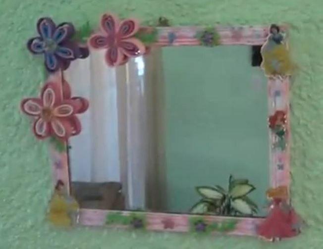 Espejo Adornado con Flores de Foamy