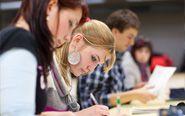 In unserem Latein-Team arbeiten erfahrene, qualifizierte Lehrkräfte, die die hohe Qualität der Lateinkurse im abc Bildungszentrum garantieren. Mit maßgeschneiderten Kursmaterialien bereiten wir Sie optimal auf Ihre Lateinprüfung vor.