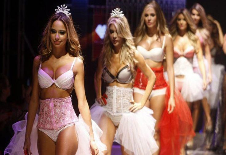 Estas hermosas modelos desfilaron en ropa interior, en Medellín. Las mujeres presentaron las creaciones de la marca St. Even.